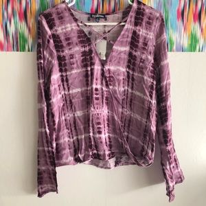 🦋 3/$15 🆕 Freshman purple tie-dye wrap  blouse
